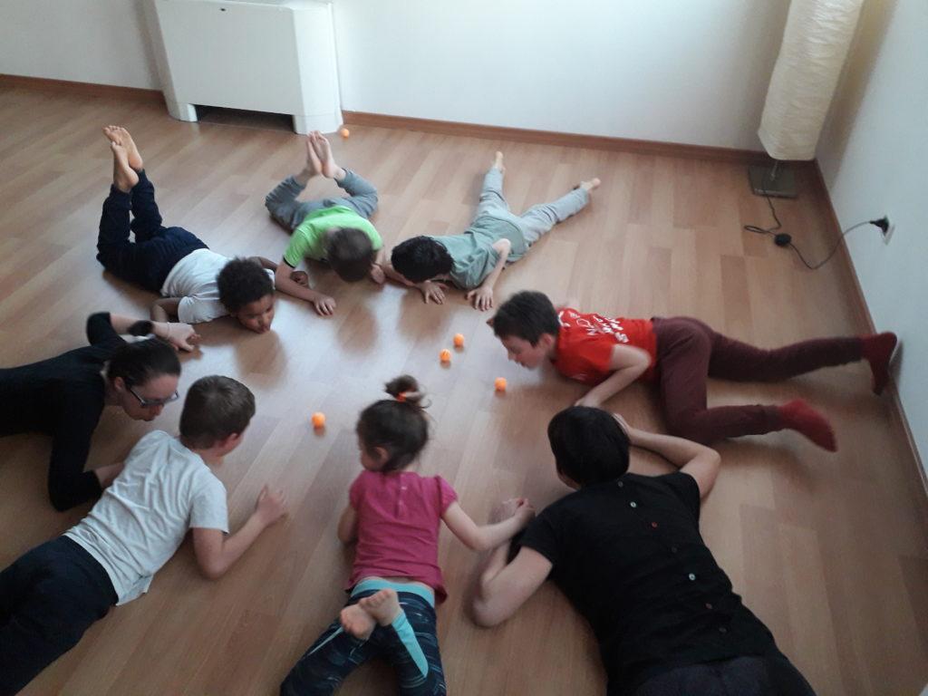 Yoga Educativo bimbi in palestra gioco crescita